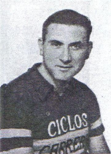 Ángel López, con la vestimenta del club ciclista.