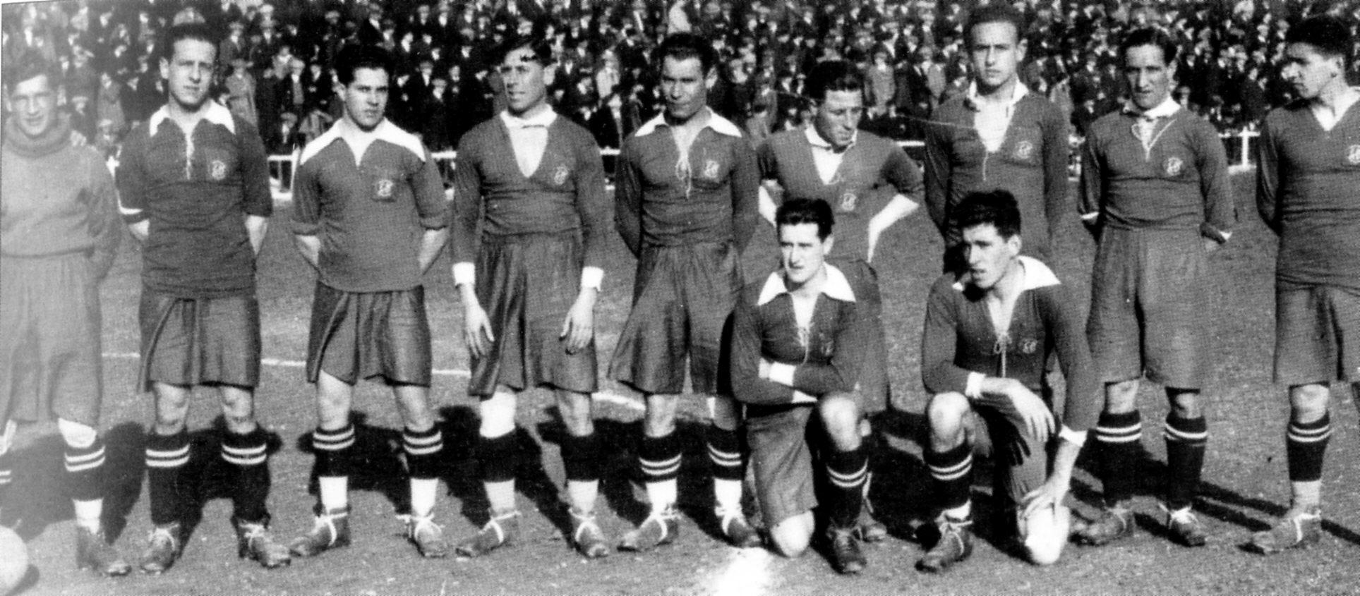 Alineación del Zaragoza en un partido con su clásico uniforme tomate.