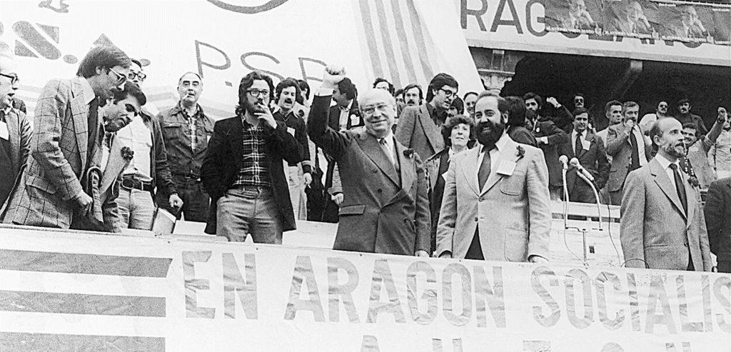 Mitin del Partido Socialista Aragonés (PSA) con la presencia de Enrique Tierno Galván, Emilio Gastón, Guillermo Fatás y Carlos Forcadell | Archivo HERALDO DE ARAGÓN