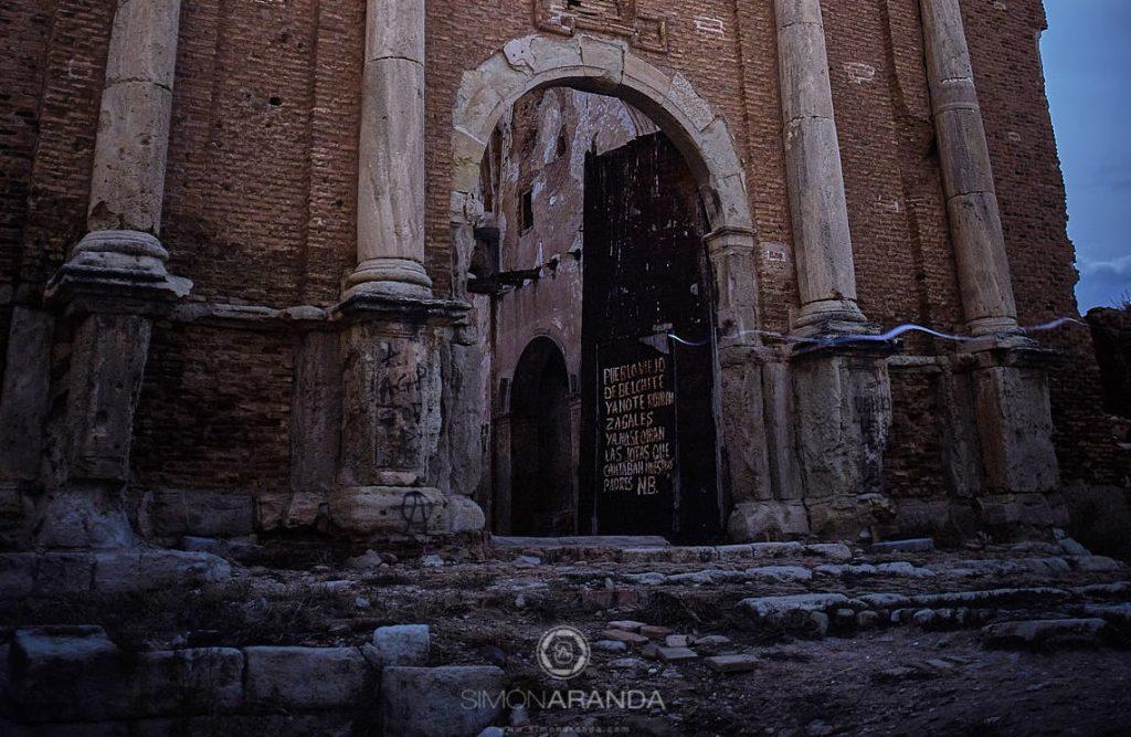 Copla escrita en la puerta de la iglesia de San Martín del pueblo viejo de Belchite