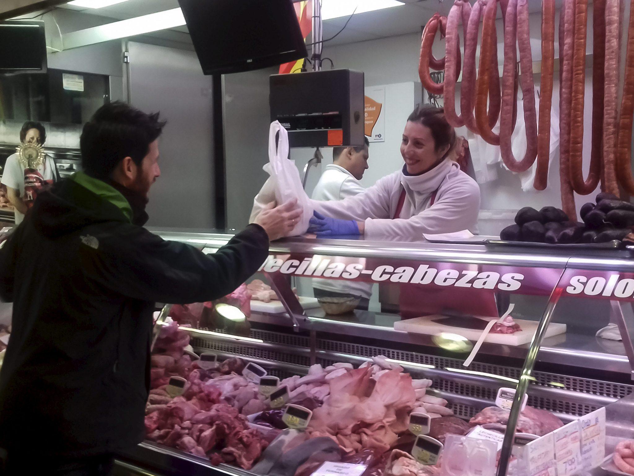 chef manolito compra mercado